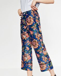 Image 4 of CROPPED PRINTED TROUSERS from Zara