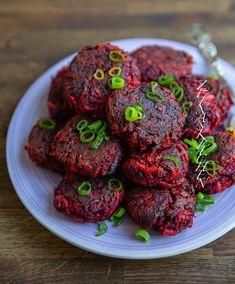 Saftiga rödbetsbiffar - ZEINAS KITCHEN Easy Healthy Recipes, Raw Food Recipes, Cooking Recipes, Love Food, A Food, Food And Drink, Vegetarian Recepies, Zeina, Steaks