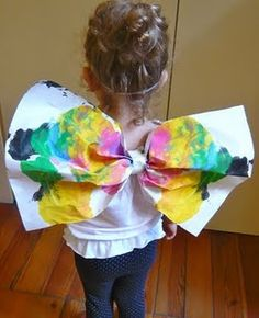 Arts- Use dramatic play, costumes, and props to pretend to be something else. Easy DIY Butterfly Wings for Toddlers and Preschoolers Toddler Preschool, Toddler Crafts, Preschool Crafts, Preschool Activities, Toddler Themes, Kids Crafts, Insect Crafts, Bug Crafts, Insect Activities