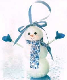 This is the cutest Snowman Ornament! I'd love to make them for Christmas gifts. I might vary the colors, too.