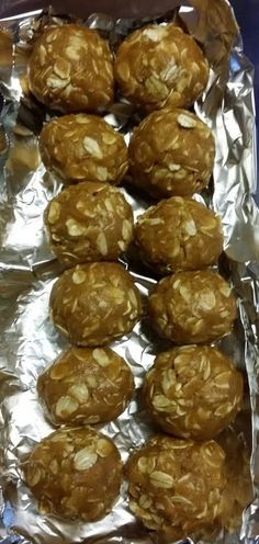 Great recipe for No bake peanut butter & oat dog treats. stays fresh in the refrigerator for two weeks and freezer for up to two months. Also a tasty way to sneak Ur pup his medicine. No Bake Dog Treats, Peanut Butter Dog Treats, Diy Dog Treats, Healthy Dog Treats, Healthy Food, Healthy Fruits, Healthy Eating, Healthy Recipes, Dog Biscuit Recipes