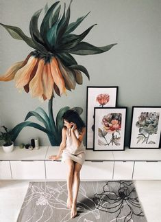 Lovely Flower Murals Transform Ordinary Rooms into Spaces with Blooming Personalities Artist and illustrator Lilit Sarkisian paints flower mural art that makes ordinary rooms bloom with personality.<br> Artist Lilit Sarkisian makes drab walls bloom! Art Mural Floral, Flower Mural, Flower Wall, Wall Painting Decor, Mural Wall Art, Wall Paintings, Wall Painting Flowers, Faux Painting, Painting Furniture
