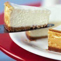 Un exquisito pay de 3 quesos ideal para el postre o para el café.