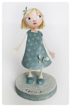 Chloé Rémiat, sculptrice de papier et illustratrice jeunesse. @Ana Antunes  cola papel! eu sei não serve pra nada, mais uma coisinha para apamnhar pó