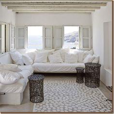 Sala com chão pintado imitando tapete