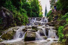 Viel Wasser: Für den Wasserfall im Kreuzberger Viktoriapark werden 13.000 Liter Wasser pro Minute 24 Meter auf den Kreuzberg hinaufgepumpt.