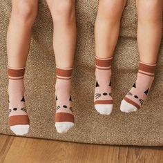 Die süßen Socken von Liewood kommen im 4er-Pack und sind bequem und elastisch.  #kindersocken #katzensocken #meinkleinesich Shops, Mary Janes, Flats, Fashion, Special Gifts, Gifts For Birthday, Loafers & Slip Ons, Tents, Moda
