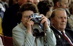 La Reina de Inglaterra es una ferviente usuaria de Leica y se ha podido retratarla con sus cámaras en muchas ocasiones.