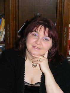 Sabine Chantraine Cachart Née le 29 décembre 1972 Habite Vendin Le Veil, PAS-DE-CALAIS Surnom au sein des FDR : La sorcière blanche