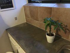DIY betonbordplade - fra laminat- til betonbordplade makeover. Lav din gamle slidte laminatbordplade om til en ny flot bordplade i beton-look