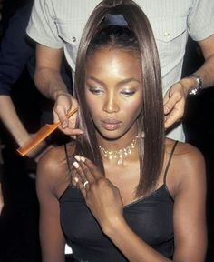 This Set of Supermodel Updos Will Get You Through the Rest of Summer - Naomi Campbell 1996 - Linda Evangelista, Donatella Versace, Christy Turlington, Black Hair 90s, Naomi Campbell 90s, Black Supermodels, Madonna Vogue, Madonna 90s, Stephanie Seymour