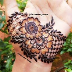 Image may contain: one or more people Palm Henna Designs, Khafif Mehndi Design, Hena Designs, Mehndi Designs For Girls, Mehndi Design Pictures, Unique Mehndi Designs, Dulhan Mehndi Designs, Beautiful Mehndi Design, Mehndi Images