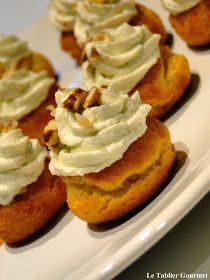 Le tablier gourmet: Des amuse-bouche pour l'apéritif du réveillon de la Saint-Sylvestre (choux, poire et mousse au bleu)