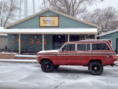 @RutledgeWood Snow day has been awesome in #ATL for us! Just scooped my dad up from @KatieLousCafe in my Wagoneer! It loves snow! pic.twitter.com/7zAXohmNCQ