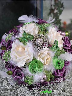 Green Art Florist Dublin 2  Hand made brooch bouquet http://www.greenart.ie/shop/heirloom_brooch_bouquets/two_tone_color_brooch_bouquet/1241/product.html