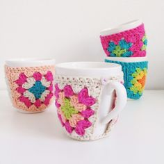 granny square mug cozy Crochet Coffee Cozy, Crochet Cozy, Love Crochet, Crochet Granny, Crochet Gifts, Crochet Motif, Beautiful Crochet, Diy Crochet, Crochet Patterns