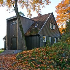 Få bedre plass med tilbygg - viivilla.no Style At Home, Exterior Design, Interior And Exterior, Home Focus, Gable Roof, Roof Architecture, Nordic Home, House Extensions, House Colors