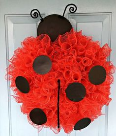 I have a friend who loves ladybugs, so I made these fun deco mesh ladybug hanging for her front door! I began with this 12 inch wire wreath form and secured r…Ladybug Wreath I began with a 12 inch wreath form and used red pipe cleaners to build a s Wire Wreath Forms, Clothes Pin Wreath, Christmas Ornament Wreath, Christmas Deco, Christmas Crafts, Diy Wreath, Tulle Wreath, Wreath Making, Wreath Ideas
