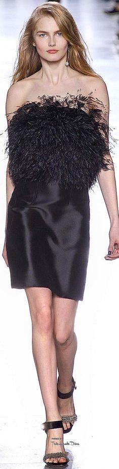 Topshop Unique jesień 2015 prêt-à-porter Collection Zdjęcia - Vogue Fashion Week, Look Fashion, Runway Fashion, High Fashion, Fashion Show, Fashion Design, Fashion 2015, Lbd, Feather Fashion