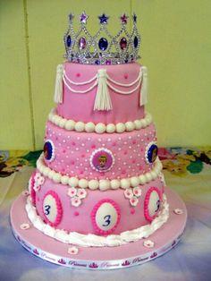 1st Princess Centerpieces   Disney Cinderella Birthday Cake and Cupcake Decorating Ideas
