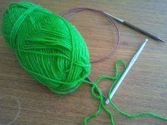 Not-Only-Knitting Emma: Elastisk uppläggning med virknål Knitted Hats, Knitting, Tricot, Breien, Stricken, Weaving, Crochet, Stitches, Knitting Projects
