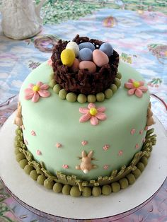 Let your Easter desserts take your guests by surprise. Bake these easy Easter Cakes and make your Easter party awesome. Easter cake ideas for 2019 are here. Fancy Cakes, Mini Cakes, Cupcake Cakes, Easter Bunny Cake, Easter Treats, Easter Food, Easter Dinner, Easter Decor, Easter Eggs