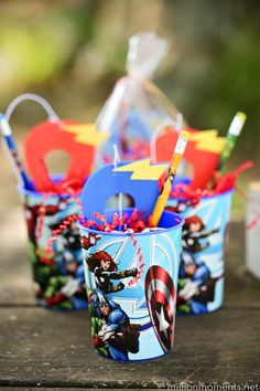Birthday on a Budget: Marvel Madness Hero Party. This adorable superhero party features a scavenger hunt, an adorably easy cake, cute DIY party favors and great FREE PRINTABLES! Superhero Party Favors, Kid Party Favors, Diy Party, Superhero Party Decorations Diy, Party Ideas, Avenger Party, 6th Birthday Parties, Third Birthday, Super Hero Birthday