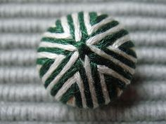 Yarnlot: Staphorster knoop-Buttons from Staphorst-Boutons traditionnels. Make Your Own Buttons, Medieval Crafts, Dorset Buttons, Fabric Covered Button, Covered Buttons, Gold Work, Button Art, Love Sewing, Dressmaking