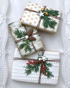 I see your brown paper packages tied up with strings. and raise you a birch paper package tied up with balsam fir boughs. Christmas Sugar Cookies, Christmas Sweets, Holiday Cookies, Christmas Baking, Royal Christmas, Christmas Cakes, Holiday Gifts, Christmas Holidays, Fancy Cookies