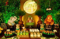 👉A dica de hoje é: Tema festa na selva!😯 A festa na florest. Jungle Theme Parties, Jungle Theme Birthday, Lion King Birthday, Safari Theme Party, Safari Birthday Party, Jungle Party, 1st Boy Birthday, Baby Party, Lion King Baby Shower