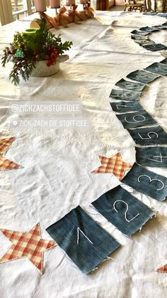 Jeans ist das schönste Upcycling-Material, auch zu Weihnachten! Ich hab' da so'ne Idee.....🧵aber ich habe ja auch noch zwei Tage✂️ Tree Skirts, Advent, Material, Christmas Tree, Holiday Decor, Home Decor, Upcycled Crafts, Xmas, Nice Asses