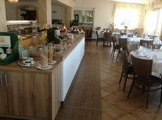 Furni RENT kümmert sich nicht nur um Hotelzimmer und Bäder sondern auch um Speisesäle und öffentliche Bereiche