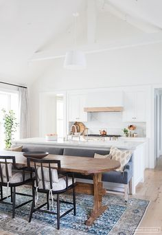 Amber Interiors does it again! You've got to see every room of this dream home | lark & linen #diningroom #diningbench #diningtable