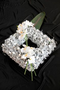Design Projects, Projects To Try, Sympathy Flowers, Funeral Flowers, Recycled Crafts, Ikebana, Floral Arrangements, Floral Design, Bouquet