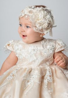 Ropón christening for girl with matching baptism set. Christening Headband, Baby Girl Christening, Christening Gowns, Flower Girls, Flower Girl Dresses, Baptism Dress, Baby Gown, Baby Girl Fashion, Little Girl Dresses