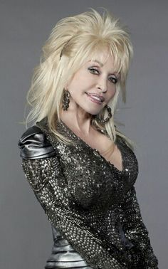 Dolly Parton on LiveXLive. This station plays the best music by Dolly Parton and similar artists Dolly Parton Zitate, Divas, Dolly Parton Pictures, Dolly Parton Quotes, Country Music Singers, Us Cars, Hello Dolly, American Singers, Lens
