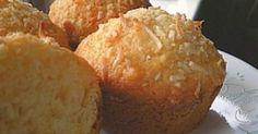 Εύκολα, γρήγορα και με εξωτικό άρωμα. Αυτά τα muffins θα σας ενθουσιάσουν. Υλικά1 φλ. αλεύρι φαρίνα 1/2 φλ. αλεύρι για όλες τις χρήσεις 1 φλ. ζάχαρη 4 κ.σ