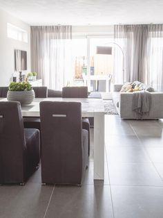 binnenkijken bij - Emil, Cindy en Milan #woonstijl modern - Goossens wonen en slapen Condominium Interior, Home Living Room, Home Projects, Outdoor Furniture Sets, Family Room, Sweet Home, New Homes, Interior Design, House Styles