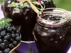 Konfitüre aus Blaubeeren ist ein Rezept mit frischen Zutaten aus der Kategorie Heidelbeerkonfitüre. Probieren Sie dieses und weitere Rezepte von EAT SMARTER!