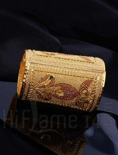 Gold Kada with Traditional Design Gold Chain Design, Gold Bangles Design, Gold Earrings Designs, Gold Jewellery Design, Gold Jewelry, Pakistani Bridal Jewelry, Hand Accessories, Chains For Men, Jewelry Patterns
