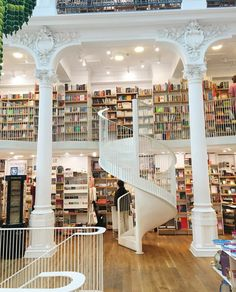 The most beautiful book store in the world. Carturesti Carusel, Bucharest, Romania