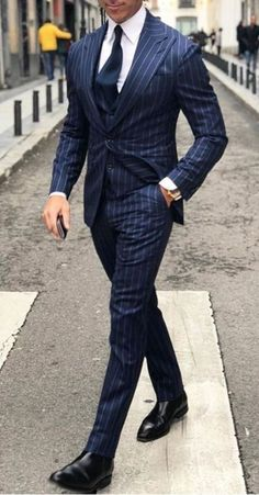 gentleman style Top 5 Places to Buy Custom Suits Online Fashion Business, Business Mode, Business Suits Men, Men's Business Outfits, Sharp Dressed Man, Well Dressed Men, Mode Costume, Designer Suits For Men, Herren Outfit