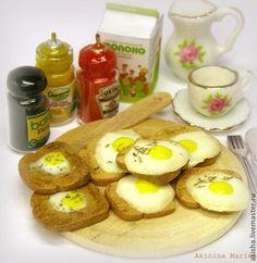 Яичница на тосте кукольная миниатюра - яичница,яичко,яйца,завтрак,кукольная еда