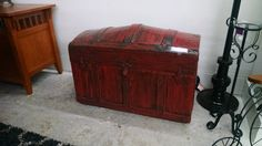 Cool red trunk - http://dooverz.com/cool-red-trunk/