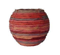 Belas peças feitas com JORNAL  reciclado são uma ótima opção para quem precisa presentear ou decorar com criatividade e de forma ECOLÓGICA ...