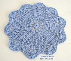 Tecendo Artes em Crochet: Novo Sousplat no Azul da Moda, Serenity!