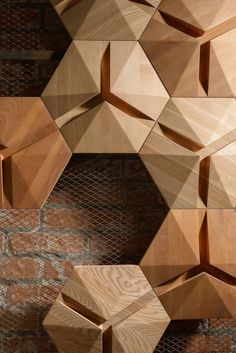 Interaction of geometric shapes and a combination of undertones. Optic Hexagon is a model from our new collection of decorative panels developed in collaboration with the studio of Persian Primavera. Tile Design, Wood Design, Metal Wall Art, Wood Art, Modelos 3d, 3d Wall Panels, Acoustic Panels, Decorative Panels, Wall Patterns