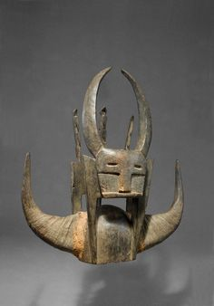 Ivory coast, Senufo/Tusia. Very rare and fine bush-cow mask, wearing to the both sides bush-cow horns, fixed with natural fibres.