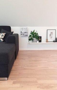 Inspiration: Hvad kan du bruge dine skråvægge til? Bedroom Colors, Bedroom Decor, Dark Blue Bedrooms, Mall, Minimal Bedroom, Scandi Home, Murphy Beds, Bedroom Photos, Living Styles