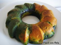 Bizcocho Tricolor de Vainilla y Paraguayo (Vainilla Bundt Cake with Fruit)